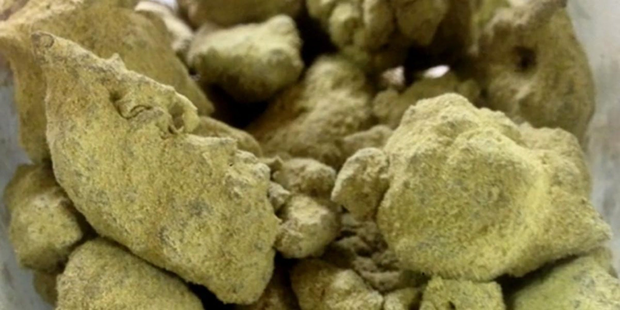 indica-moonrock-21-21-white-fire-og-dipped-in-hash-oil-twice-21-21-and-then-covered-in-strawberry-cough-kief-21